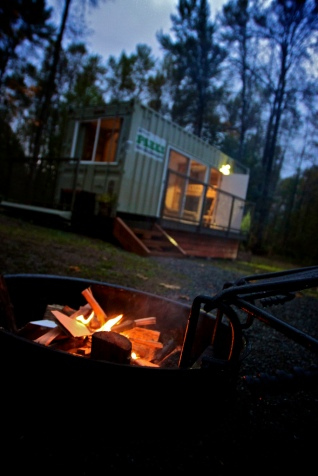 camping-container_exterior_nightfire
