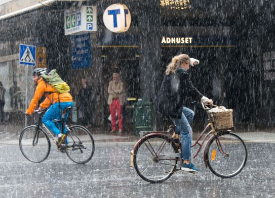 Rain_showers_in_Stockholm_2015