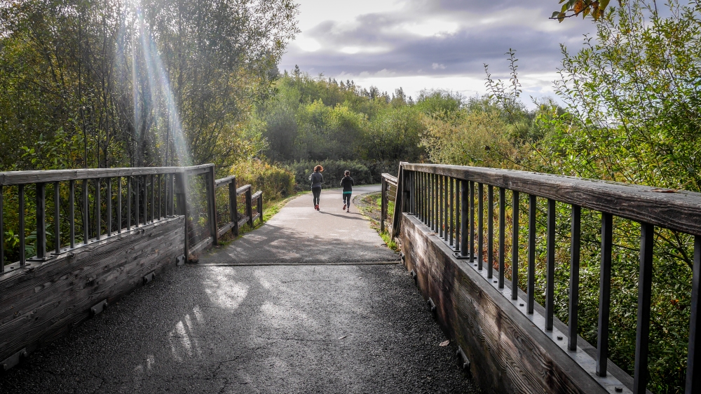 soos-creek-trail_runners-sunbeams-101317_o