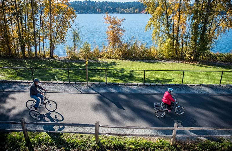 Cyclists along the East Lake Sammamish Trail